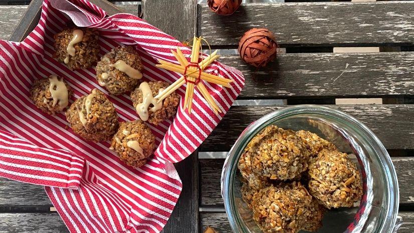 Weihnachtliche Bratapfel-Energy-Balls - 5 Gänge TCM Weihnachtsmenü - TCM Ernährung - Ernährungsumstellung - 5 Elemente - TCM Ernährungsexpertin - Anna Reschreiter - annatsu