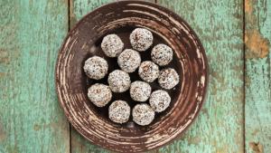 Rezept - Kokoskugerl - Energy Balls - TCM Ernährung - 5 Elemente Küche - TCM Ernährungsberatung Wien - Anna Reschreiter (1)