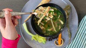 Rezept genüssliche Frittaten-Suppe nach der TCM - Palatschinken - Suppe - TCM Ernährung - 5 Elemente - Anna Reschreiter - annatsu
