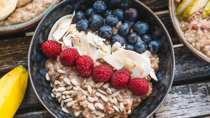 Rezept Beeriges Porridge aus der TCM mit Haferflocken - Porridge - Haferflocken - TCM Ernährung - 5 Elemente - Anna Reschreiter - annatsu